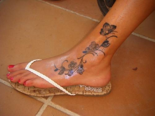 Тату на ноге для девушек фото значение